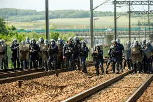 calais-tunnel-immigration